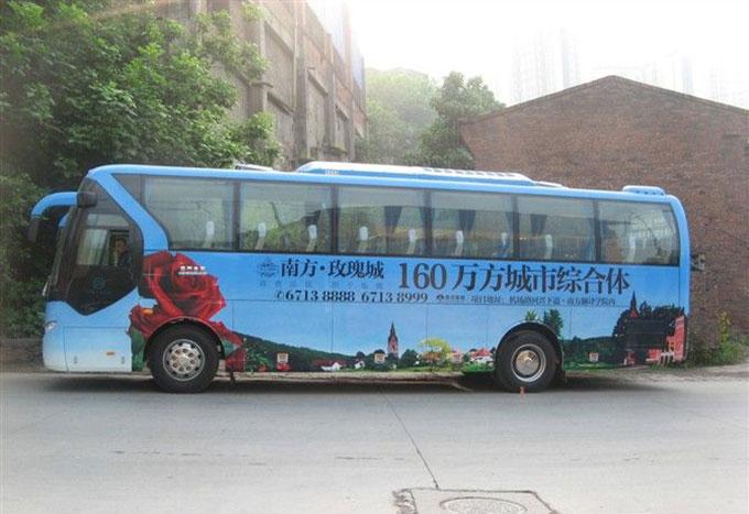 公交车上的房地产广告