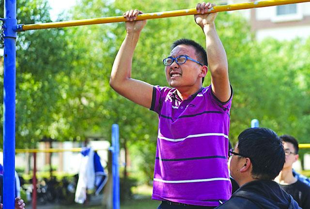 人们普遍缺乏锻炼