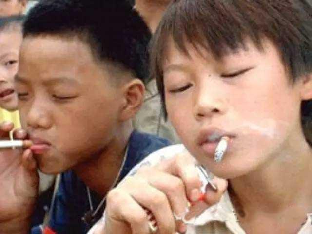 小学生抽烟
