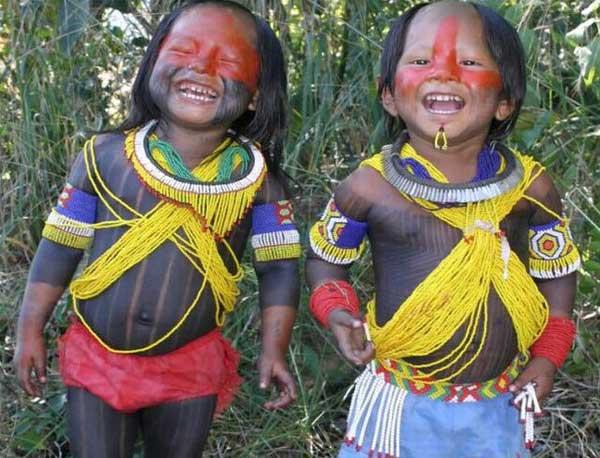 快乐的印第安人儿童