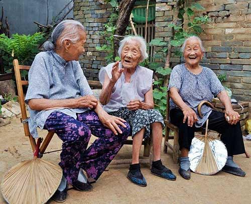 农村人爱聊天显得更亲密