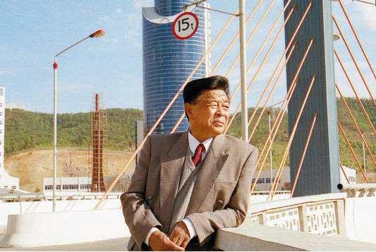 时任原云南红塔集团董事长的禇时健