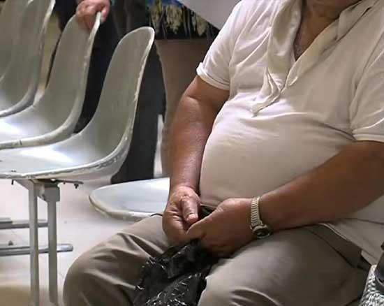 我们不能只将低收入国家与营养不足联系起来,或只关注高收入国家的肥胖症问题。