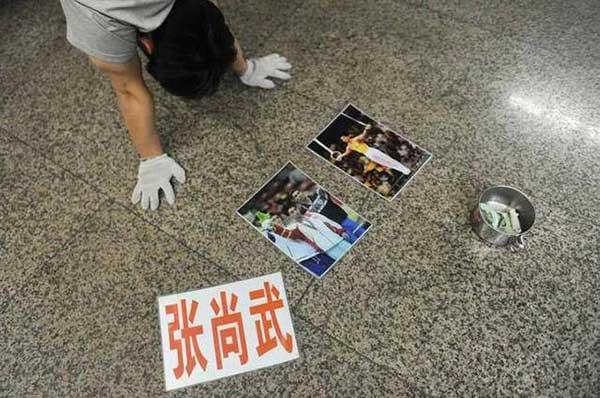 几年后,出狱了的张尚武开始在北京,天津等地的路边开始卖艺乞讨