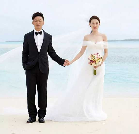 2016年8月,王宝强一纸离婚说明打破了娱乐圈的沉寂,也打破了这看似平静幸福婚姻生活下面的虚伪面具。