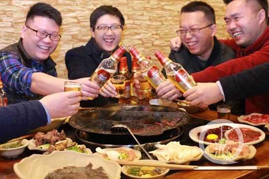 春节因此完全世俗化了,就是吃吃喝喝。