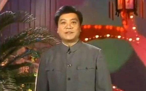 赵忠祥是中国第一代电视播音员