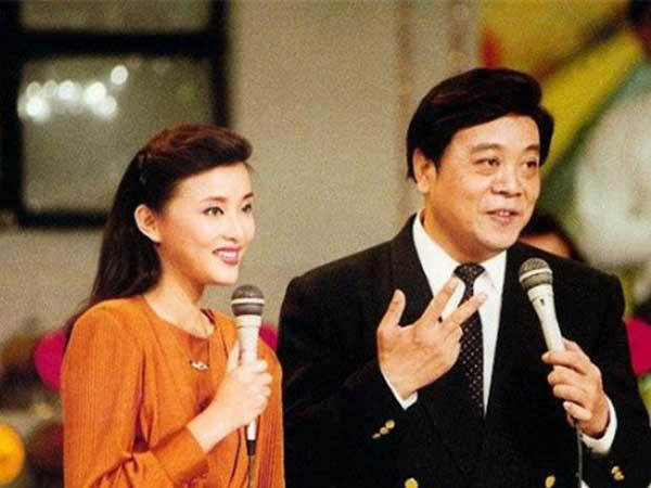 赵忠祥是公众人物,是明星,因此他的生活会备受大众关注