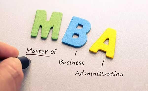 对于很多人来说,MBA 是为改变命运轨迹选择的一条路径,而不是所有中年人逃离焦虑的最优解
