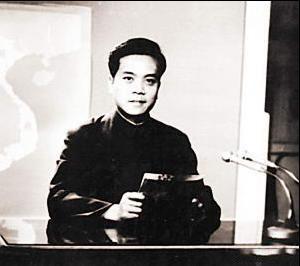 赵忠祥担任播音员的时候,是电视新闻的探索实验阶段