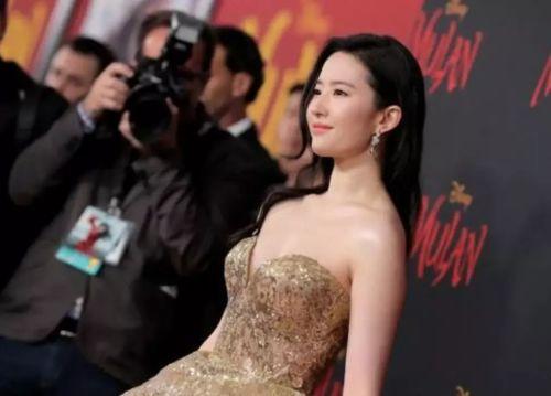 前不久,刘亦菲带着《花木兰》出现在世界首映礼上。