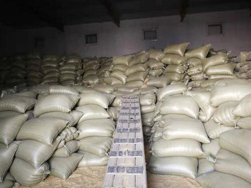 那里的工作人员连这个粮站可以储备多少粮食都不知道。