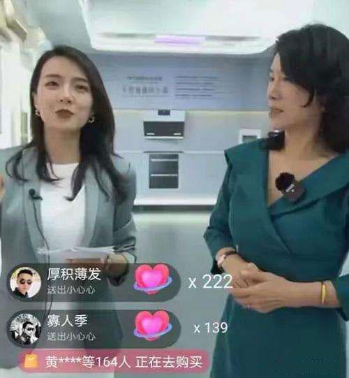 """董明珠通过格力科技展厅,向网友展示了格力在家电、工业设备方面的""""硬核""""实力。"""