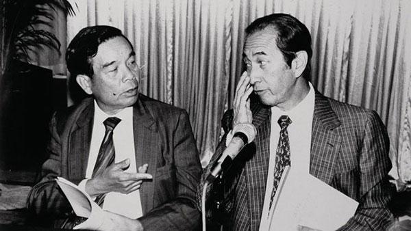 何鸿燊事业的成功,除了靠个人才智,还得到如郑裕彤、霍英东等朋友的协助。