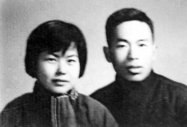 樊锦诗与彭金章结婚照(图源:《我心归处是敦煌》插图)