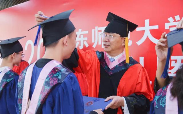 华东师大中文系主任演讲:如果外部环境期待我们撒谎,我们至少保持沉默