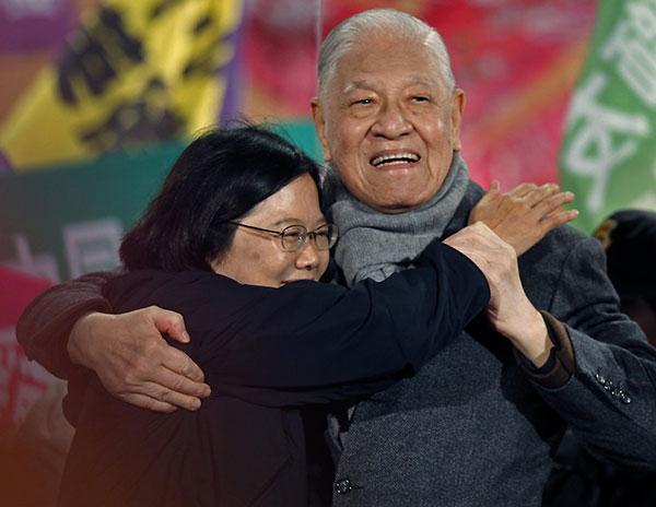 2012年台湾总统大选,李登辉为蔡英文(左)站台