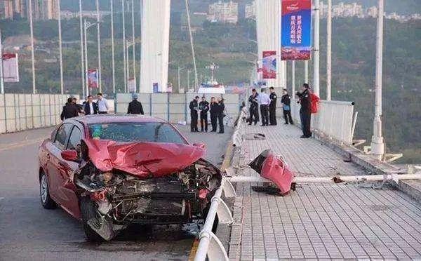 重庆市万州区公交车坠江事件
