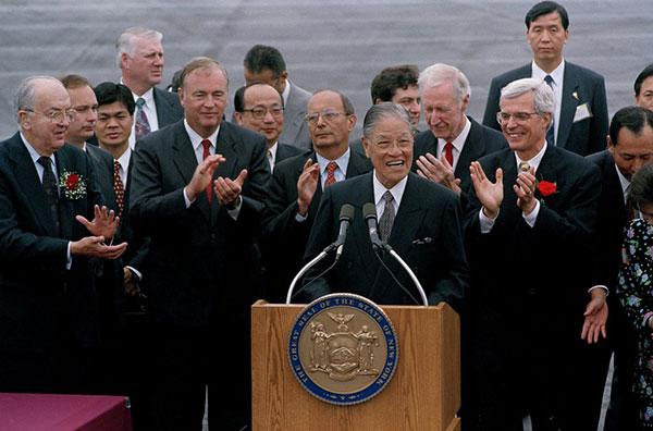 1995年李登辉以总统身份访美,抵达机场後发言。