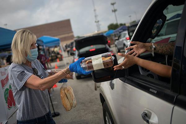 就算富裕的美国,广泛失业也让大量民众出现粮食不足的困境。