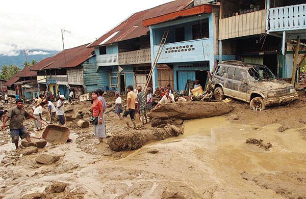 水灾不仅摧毁房屋道路,对农业生产和运输亦带来冲击。
