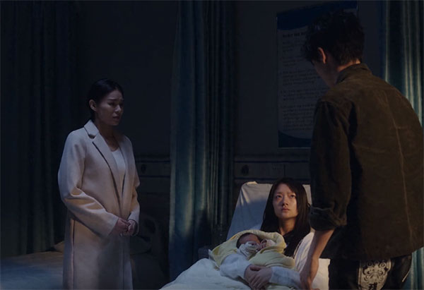 陈凯歌周日在综艺节目《演员请就位》中首发一部短片《宝贝儿》后,在社交媒体上点燃了关于代孕的讨论