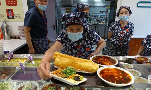 华北山西省太原市怡文园社区的老年友好食堂