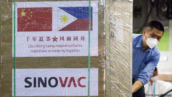 """中国在全球推动""""疫苗外交"""",出口的疫苗主要来自国药和科兴两家公司"""