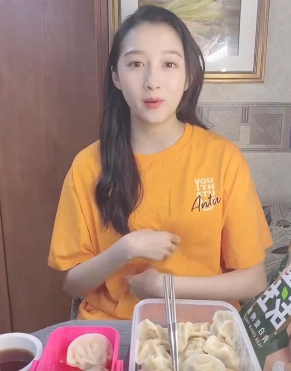 """关晓彤""""假吃""""植物肉饺子引热议"""