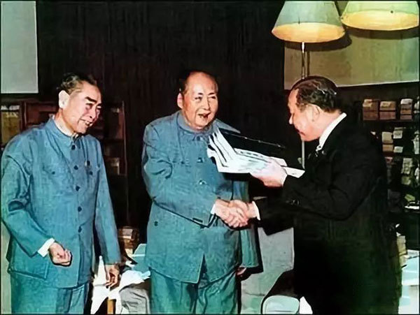 1972年,毛泽东会见日本首相田中角荣,将一部《楚辞集注》作为礼物,赠送给田中角荣。
