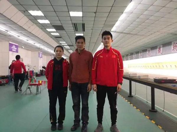 2019年1月虞利华在清华大学和两位学生,杨倩、张超玄着(右)合影
