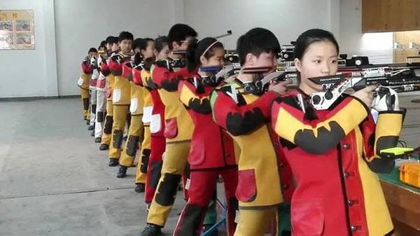 2010年12月,杨倩就被虞利华选进了宁波体校射击队