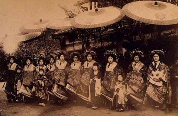 在古代,日本人的身高是很矮的,平均身高不过1米4