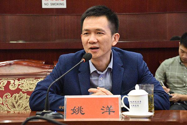 北京大学国家发展研究院院长姚洋在近期的采访中建议推行十年义务教育