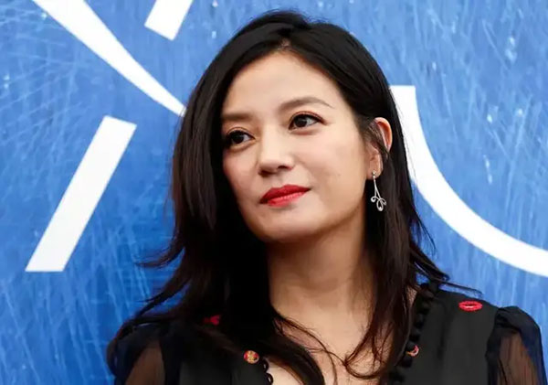 赵薇是娱乐资本化浪潮的最高点,也是获益最大的明星,没有之一。